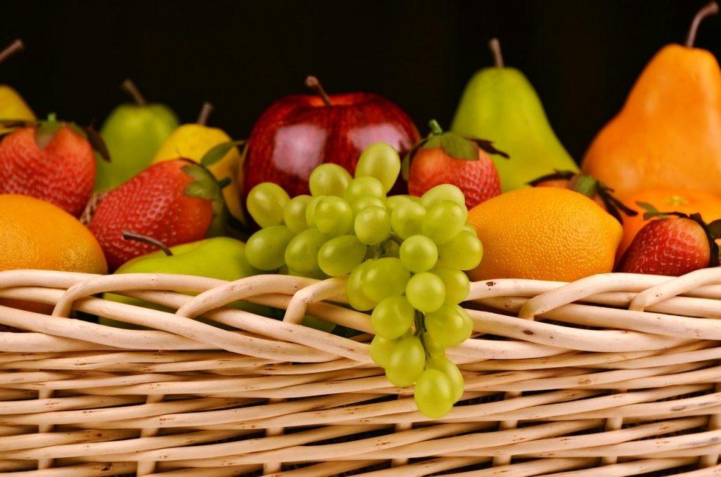 Ausgewogene und gesunde Ernährung bei Kindern ist sehr wichtig. Achten Sie auf die Empfehlungen von Experten.