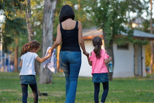 Alleinerziehende Mütter und Väter haben es oft nicht leicht und benötigen Unterstützung. Unser Ratgeber im Elternportal zeigt wo man als alleinerziehender Elternteil die nötige Unterstützung erhalten kann.