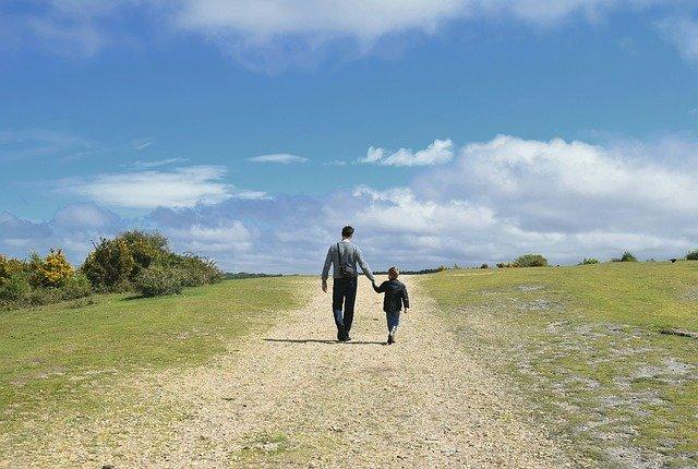 Elternzeit Väter - Auch als Papa hat man Anspruch auf Elternzeit bzw. Erziehungszeit. Wir verraten auf was man als Vater achten sollte.