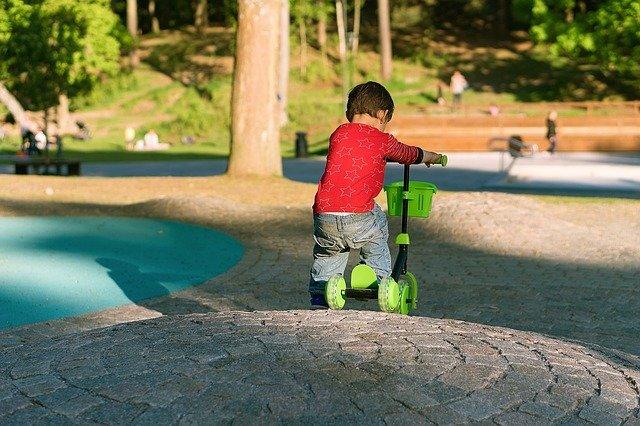 Mit unserem Kinderspielzeug ab 2 Jahren Ratgeber Blog findest Du bestimmt das passende Kinderfahrzeug für Dein Kind.