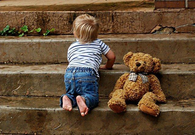 Laufen lernen. Die ersten Schritte sind für die Kinder und Eltern ein besonderer Moment. Wir haben einen Ratgeber erstellt wie man am schnellsten Laufen lernen kann.